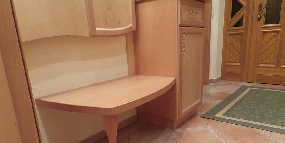 zeitloses vorzimmer aus buche kombiniert mit birke. Black Bedroom Furniture Sets. Home Design Ideas