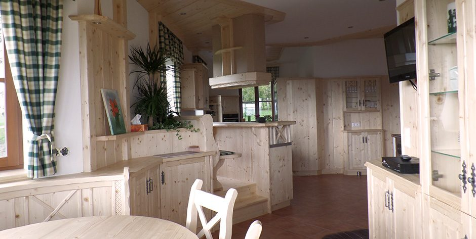 Rustikale Küche - Blick in Richtung Küche
