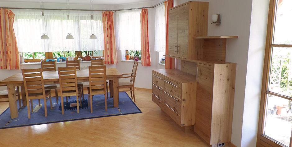 gem tliche wohn und esszimmer garnitur aus geb rstetem asteichenholz wohntraum branka. Black Bedroom Furniture Sets. Home Design Ideas
