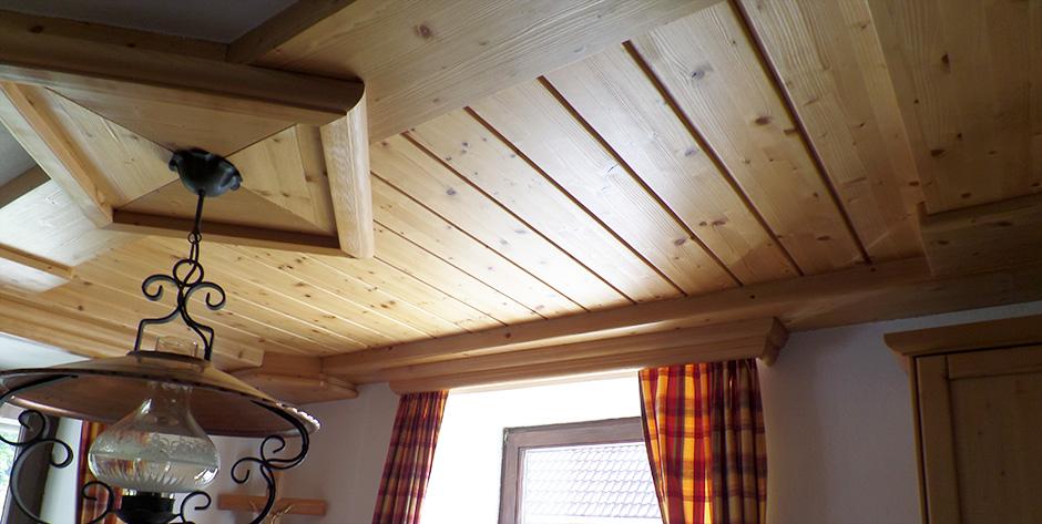 Rustikale Küche aus gebüsteter Fichte - Wohntraum Branka