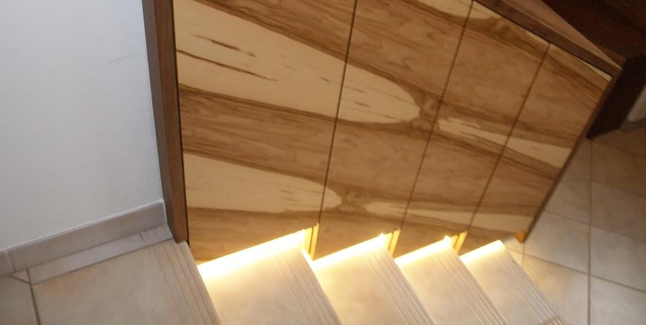 Modernes Vorzimmer aus Amerikanischem Nuss-Holz und Satine ...