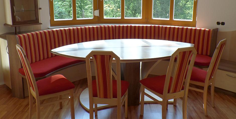 Esszimmer - Tisch mit Bank und Stühlen