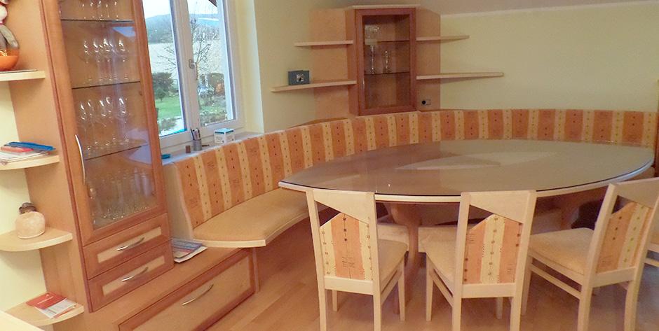zeitloses esszimmer aus birne kombiniert mit birke wohntraum branka. Black Bedroom Furniture Sets. Home Design Ideas