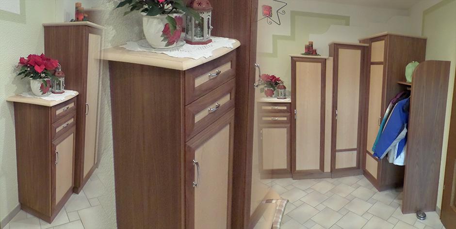 Vorzimmer in Nuss-Holz kombiniert mit Birkenholz - Schränke