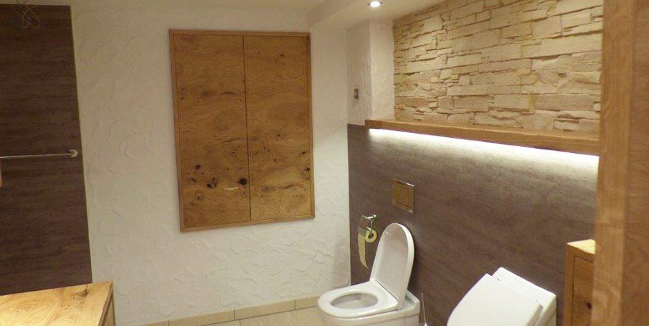 Badezimmer-Schrank in Asteiche gebürstet und geölt