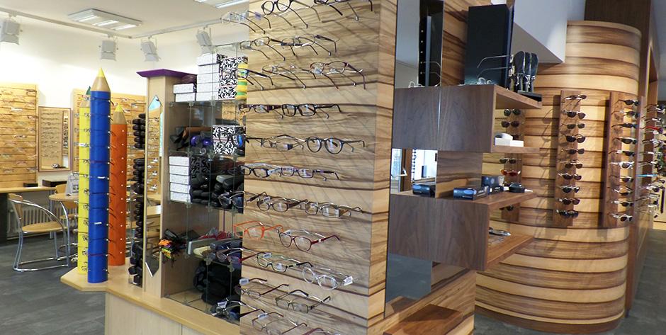 Geschäftseinrichtung Satine-Nuss - Brillenwand