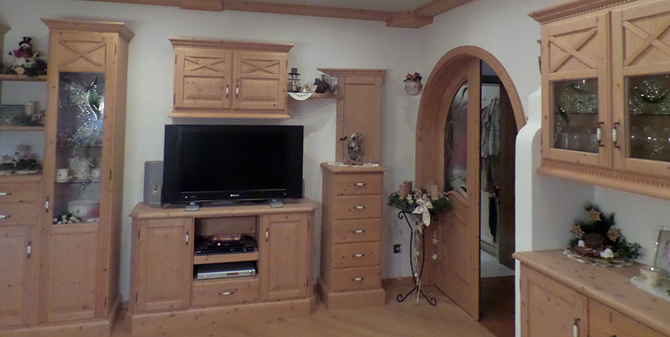 Rustikales Esszimmer mit Wohnbereich - Anrichte