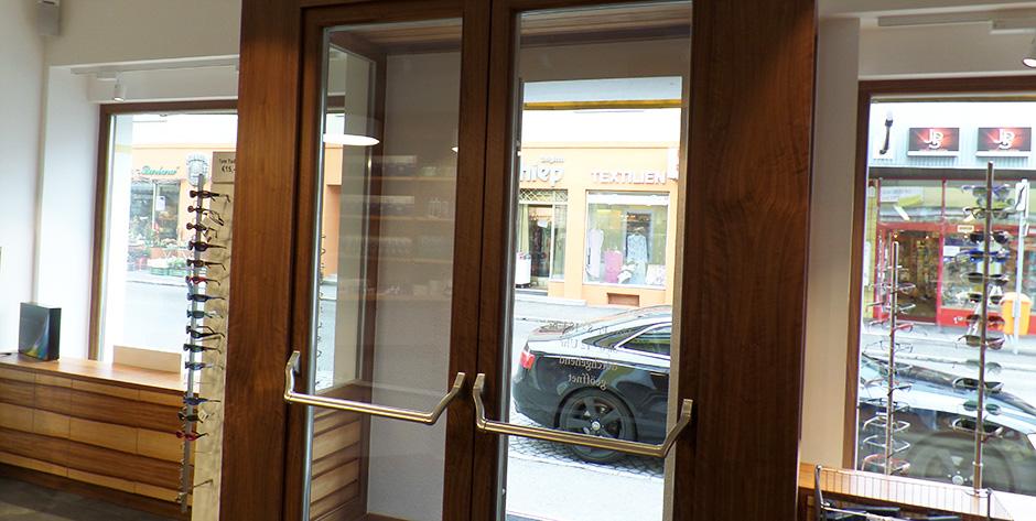 Geschäftseinrichtung Satine-Nuss - Eingangstüre