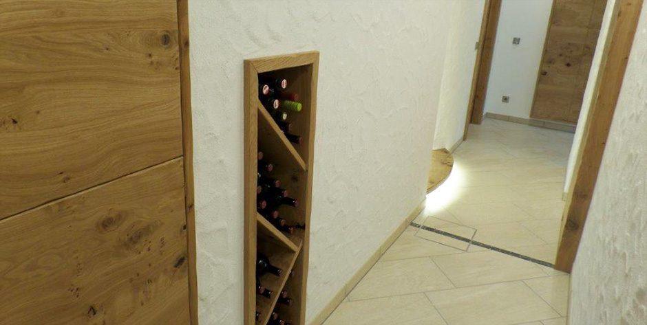 Weinablage in Asteiche gebürstet und geölt
