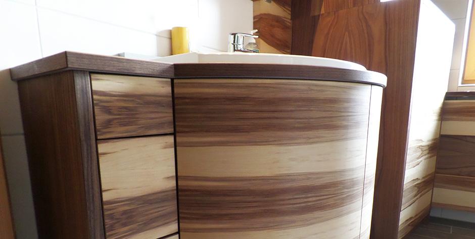 Badezimmer in amerikanischem und satinem Nussbaum - Waschtisch