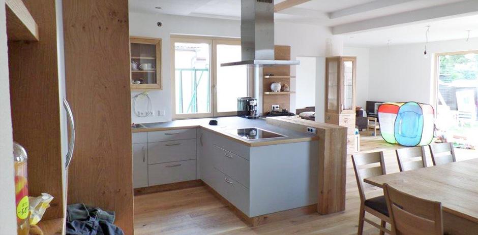 Teilmassive Küche mit Esszimmer aus Asteiche - Wohntraum Branka