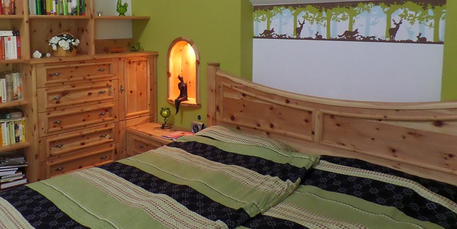 Schlafzimmer in Zirbenholz - Stimmungsgeber