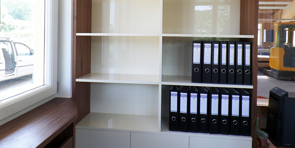 Modernes Büro - Regale