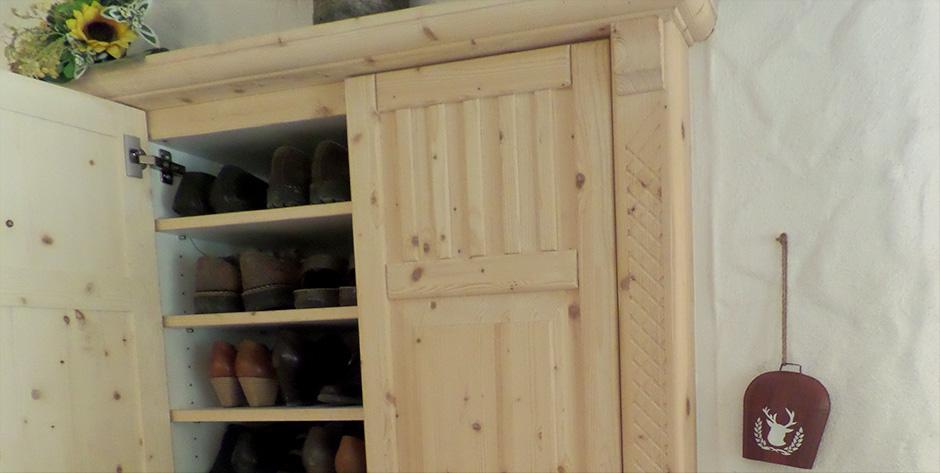 Rustikales Vorzimmer - Schuhschrank
