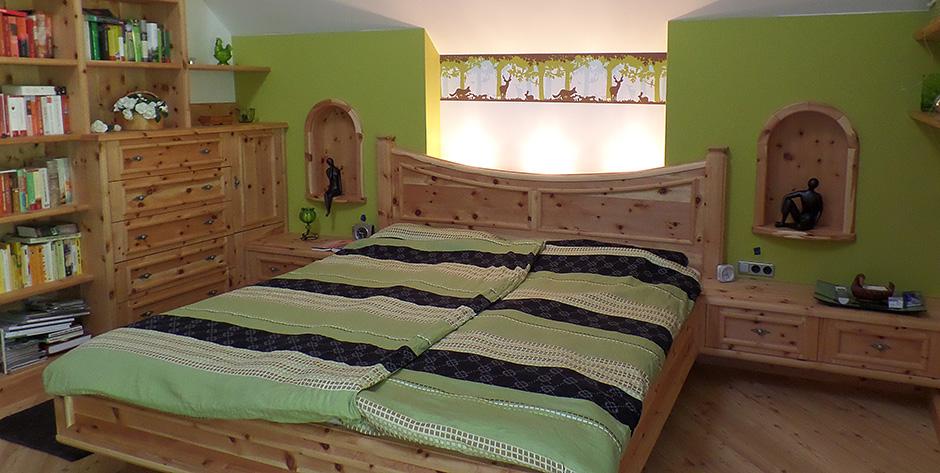 Schlafzimmer in Zirbenholz - Überblick