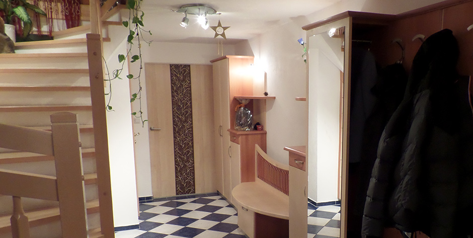Modernes Vorzimmer nach Maß