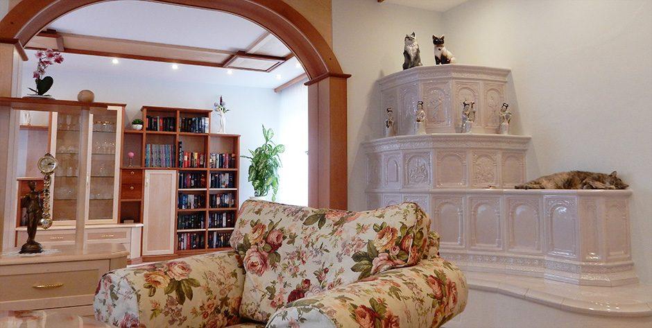 Wohnzimmer in Birne und Birke
